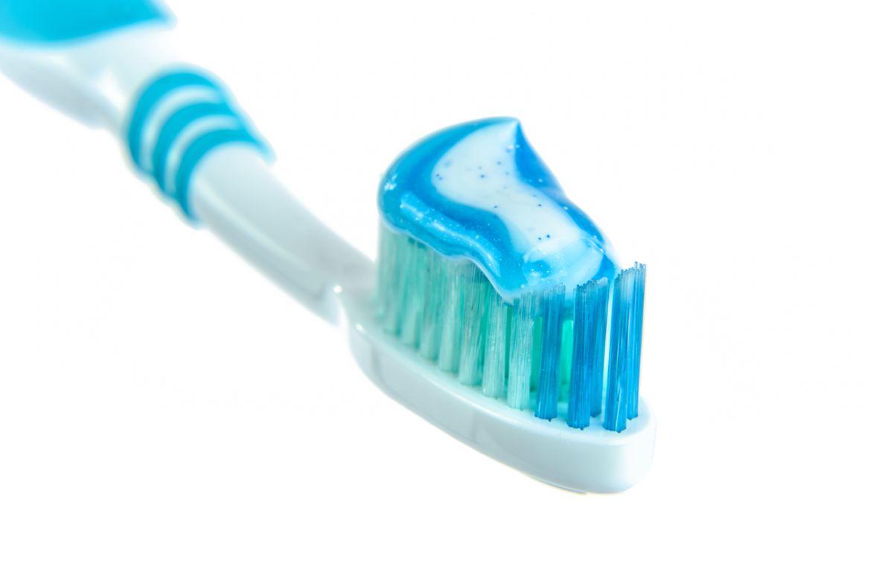 blue-bristle-brush-216729.jpg