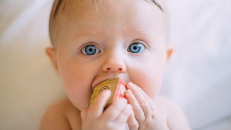 Zęby mleczne – czy leczyć?