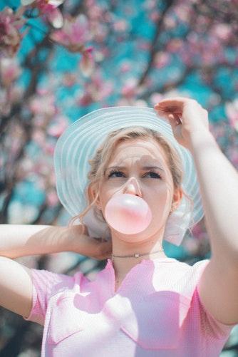 Guma do żucia – wpływ na zęby