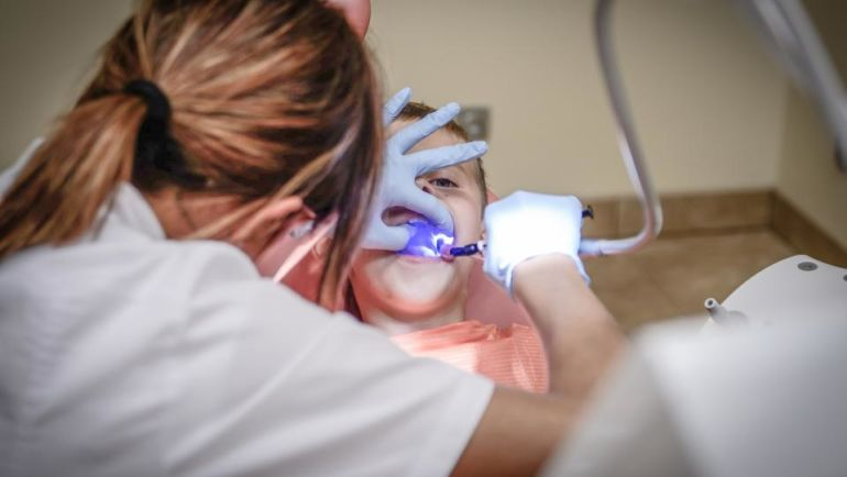 Stomatologia dziecięca: na co zwrócić uwagę przy wyborze stomatologa dla dziecka?